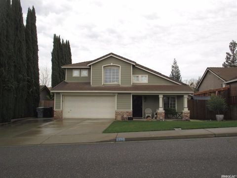 7020 Prestwick Dr, Riverbank, CA 95367
