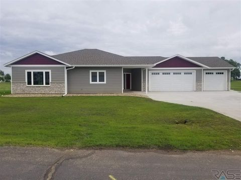 Photo of 36 Golf Dr, Wentworth, SD 57075