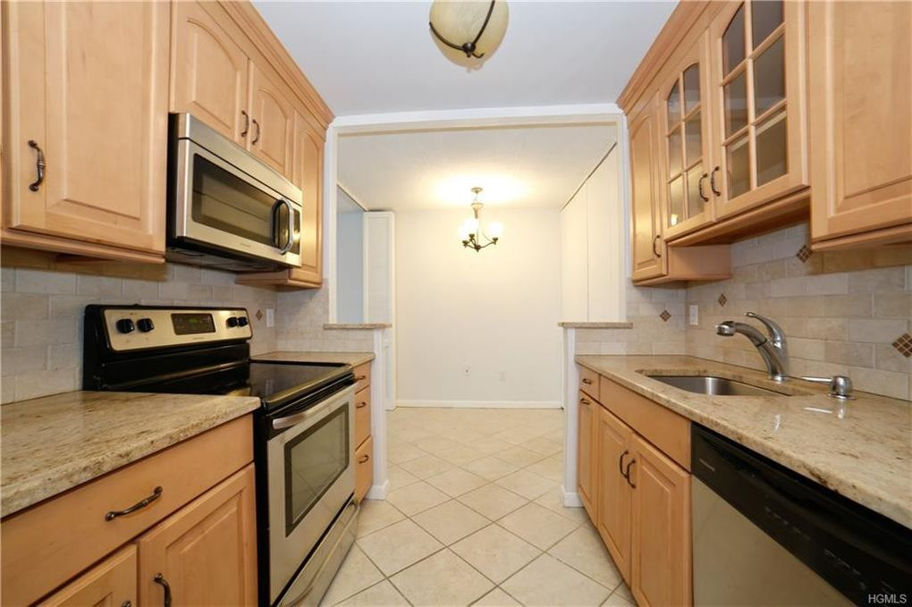 300 High Point Dr Apt 502, Hartsdale, NY 10530