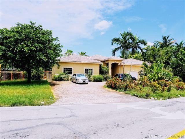 18600 W Oakmont Dr Hialeah, FL 33015