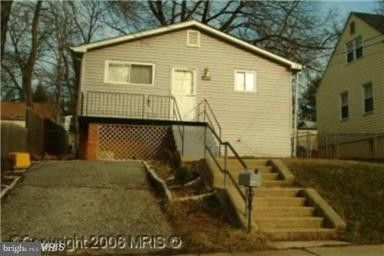 609 Fernleaf Ave, Capitol Heights, MD 20743