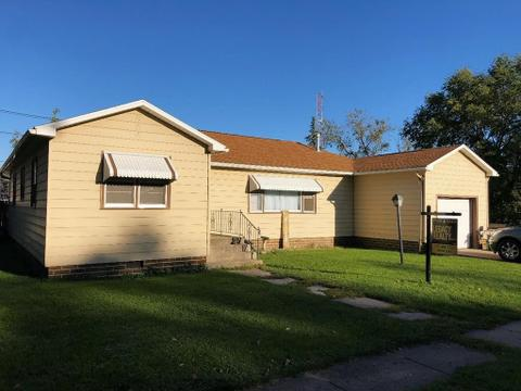 28 1st St Sw, Dayton, IA 50530