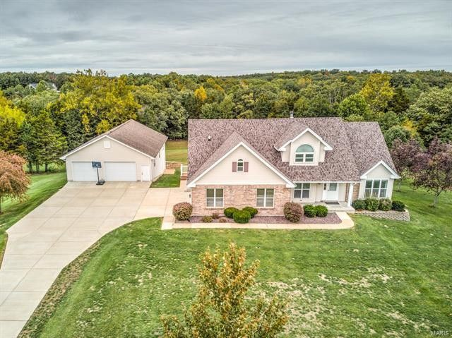2440 Country Pointe Ln Wentzville, MO 63385