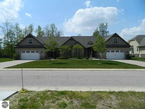 12164 Tullymore Dr, Stanwood, MI 49346