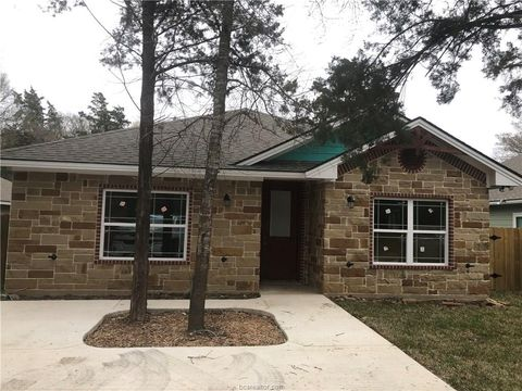 Photo of 399 Wallace St, Bryan, TX 77803