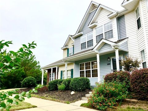 Photo of 933 Par One Ct, Fort Mill, SC 29715