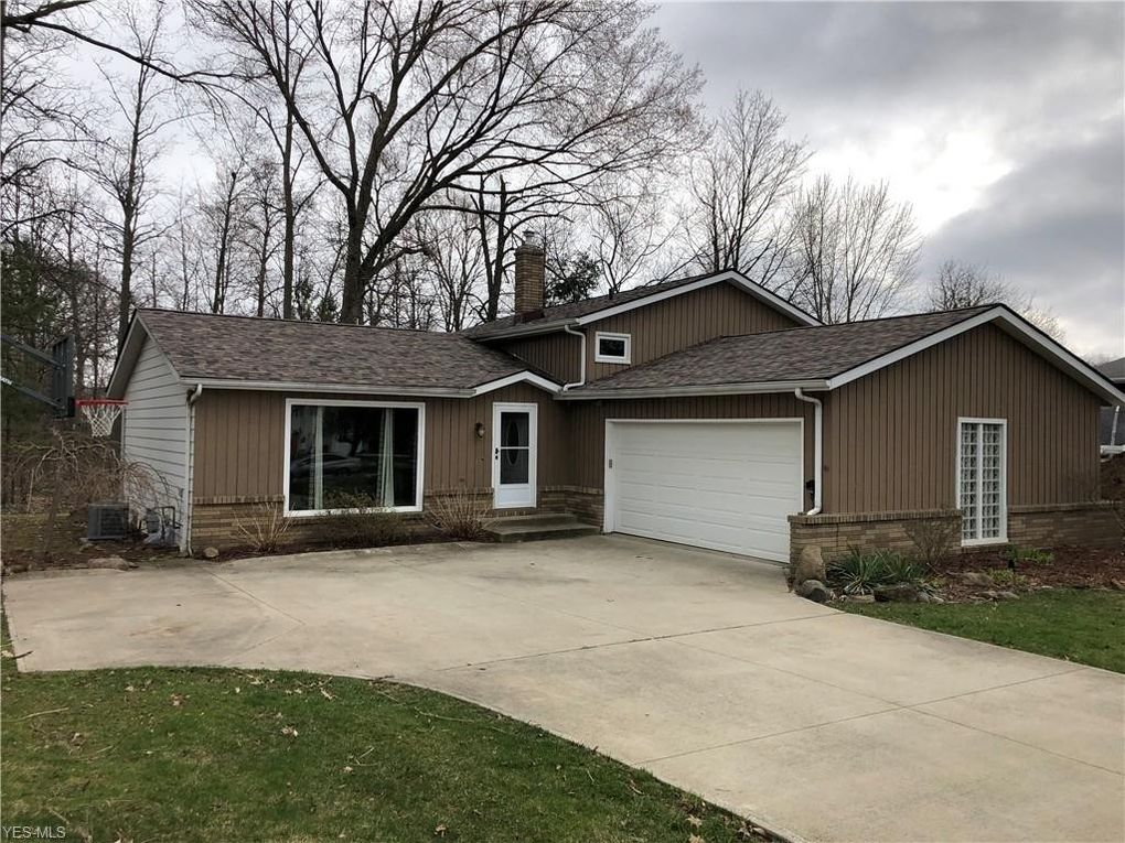 60 Claremont Dr, Brunswick, OH 44212
