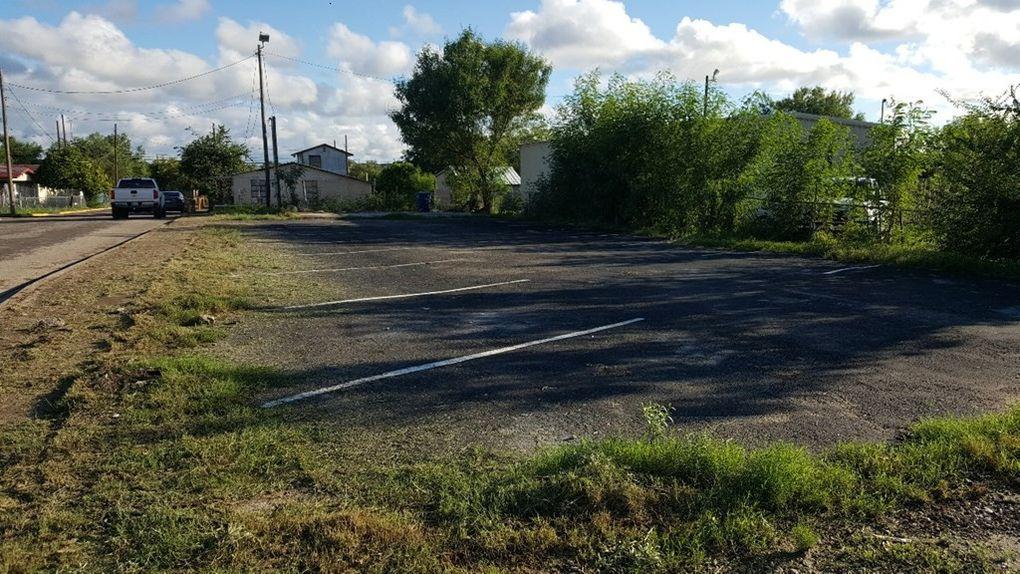 1498 E Garrison St, Eagle Pass, TX 78852