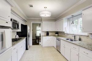 903 Blue Willow Dr, Houston, TX 77042   Kitchen
