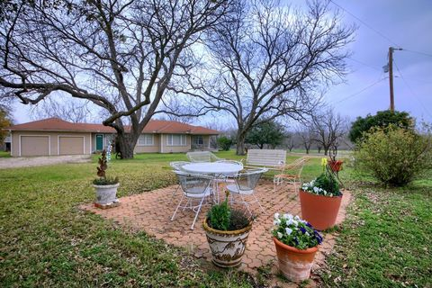 Photo of 201 County Road 454, Taylor, TX 76574