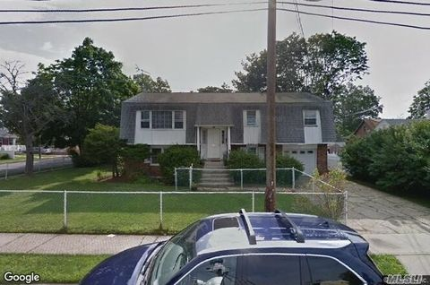 209 Maple Ave, Uniondale, NY 11553