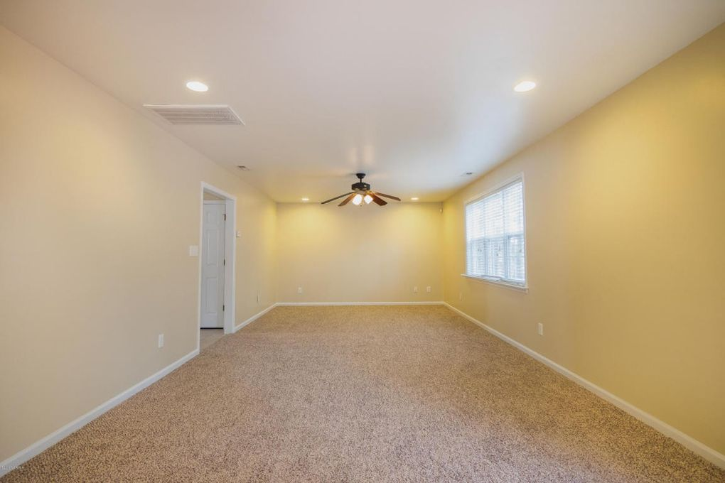 106 Chastain Ct, Jacksonville, NC 28546