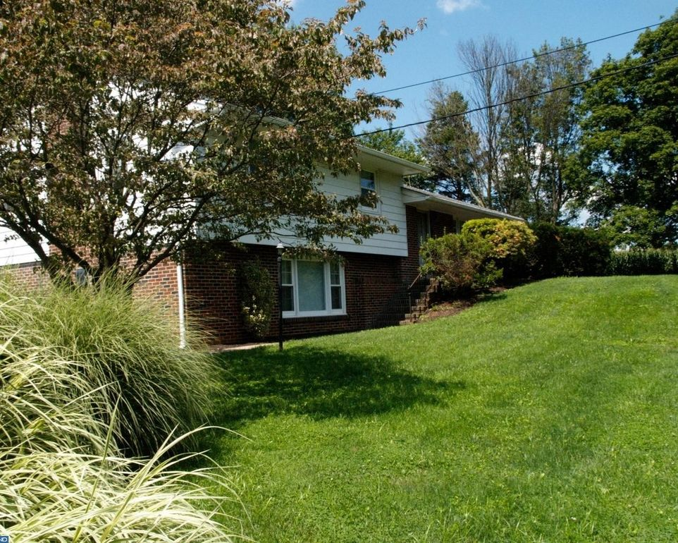 121 Forestville Rd, West Grove, PA 19390