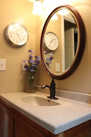 7100 Inverness Ct, West Chester, OH 45069 - Bathroom