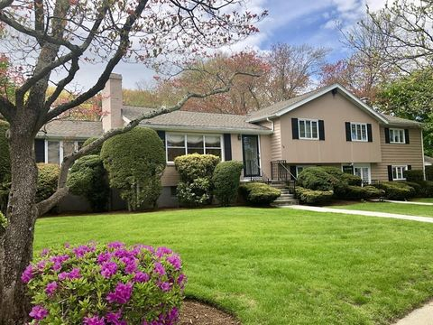 Photo of 118 Meadowbrook Rd, Newton, MA 02459