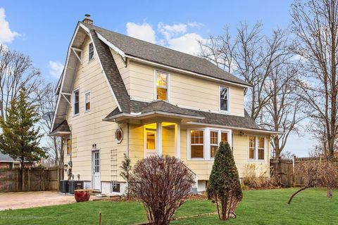 Photo of 208 Oakes Ave, Belford, NJ 07718
