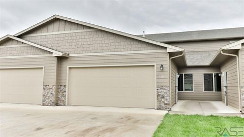 5710 S Bounty Pl, Sioux Falls, SD 57108