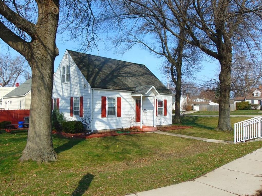 1202 Chelsea Ave, Erie, PA 16505