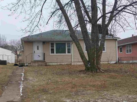 Photo of 1022 Ash St, Waterloo, IA 50703