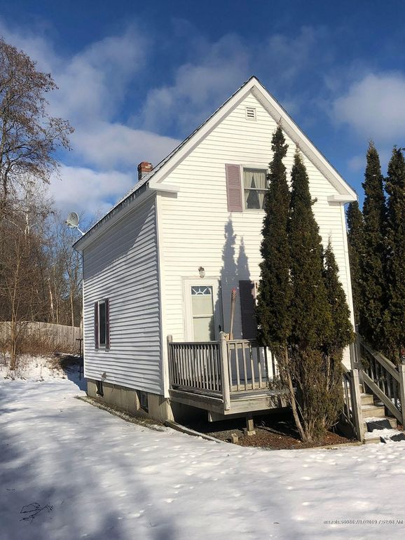 39 Elm St, Old Town, ME 04468