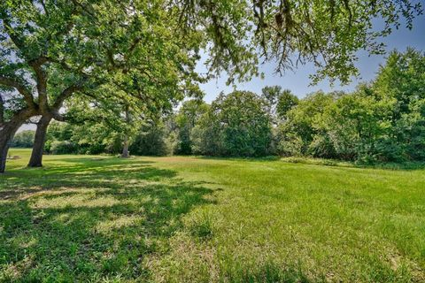 Photo of 3712 Cottonwood Rd, La Grange, TX 78945