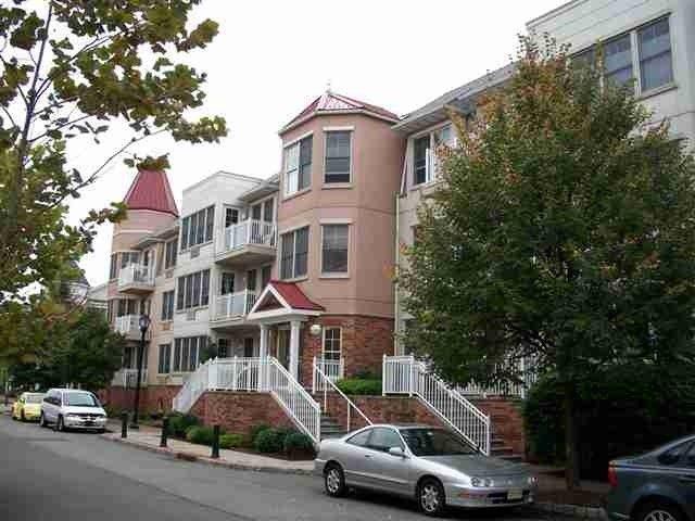 40 Constitution Way Apt 102, Jersey City, NJ 07305