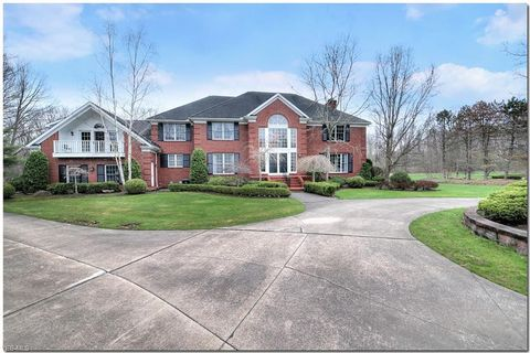Photo of 30 Cableknoll Ln, Moreland Hills, OH 44022