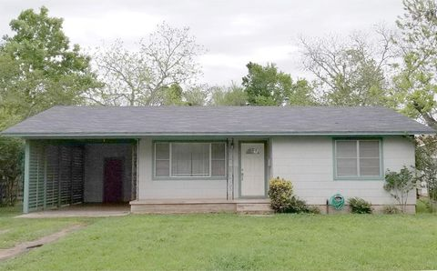 Photo of 987 S Madison St, La Grange, TX 78945