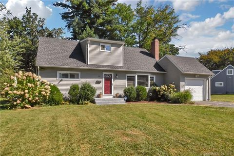 95 Seminole Cir, West Hartford, CT 06117