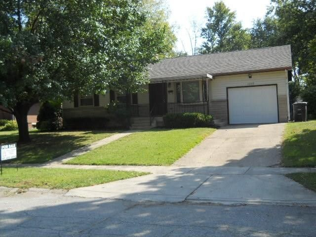 7325 E 49th St, Lawrence, IN 46226