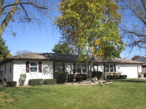 Photo of 12 N Prairieview Ave, Tuscola, IL 61953