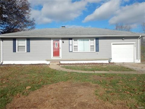 215 Parkway Dr, Swansea, IL 62226
