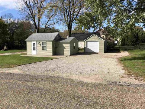 Photo of 525 State St, Center Point, IA 52213