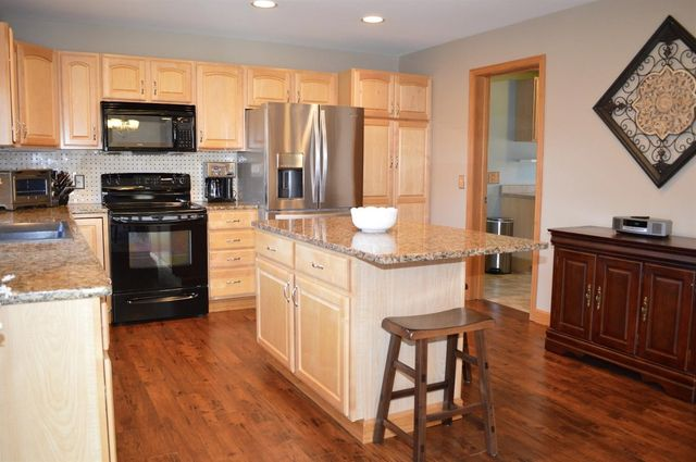 1684 Laurel Glen Ct, Hamilton Township, OH 45140 - Kitchen