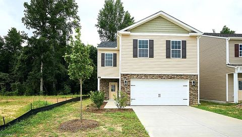 Photo of 4443 Oak Pointe Dr Unit 41, Winston Salem, NC 27105