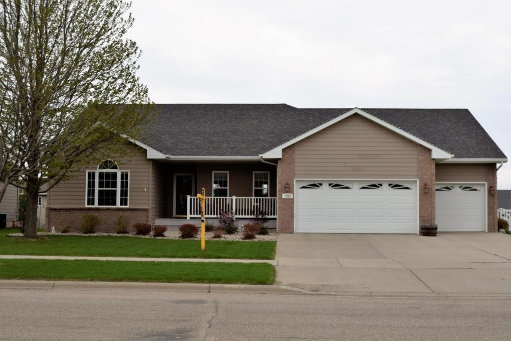 1823 7th Ave S, Brookings, SD 57006