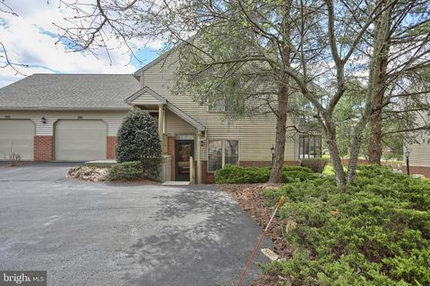 Photo of 40 Glasgow Ct, Hershey, PA 17033
