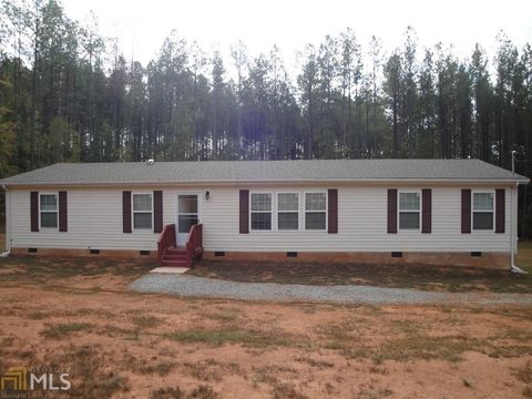 1040 Indian Bend Dr, Rutledge, GA 30663