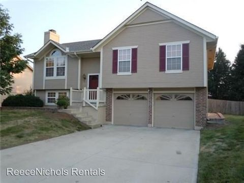Photo of 2513 Se Winchester Dr, Lees Summit, MO 64063