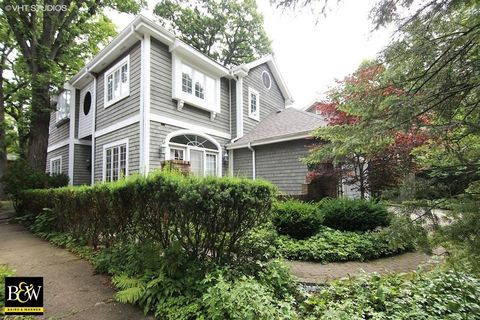 Listed Owner Of Property At  Laurel Winnetka Il