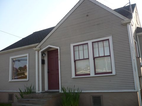 Photo of 1069 11th St, Arcata, CA 95521