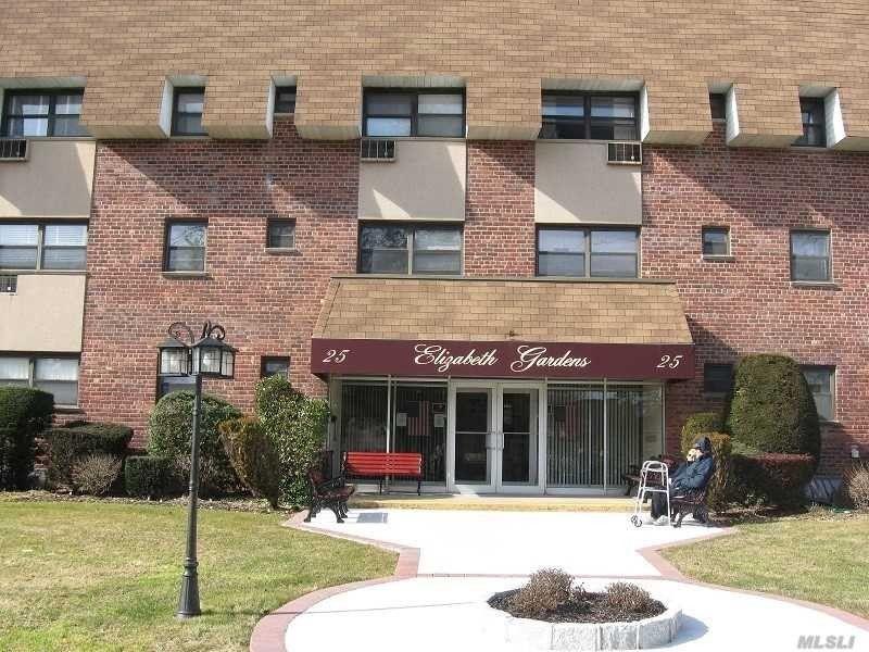 25 Elizabeth St Unit T3, Farmingdale, NY 11735