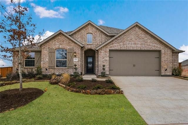829 Glen Crossing Dr, Celina, TX 75009