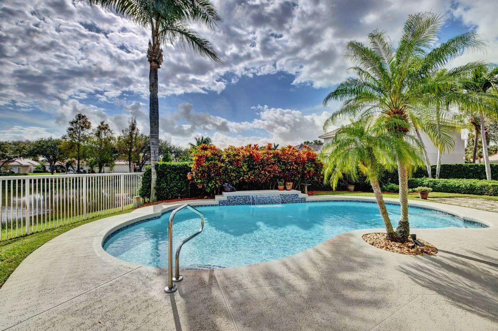 32 Valencia Dr, Boynton Beach, FL 33436
