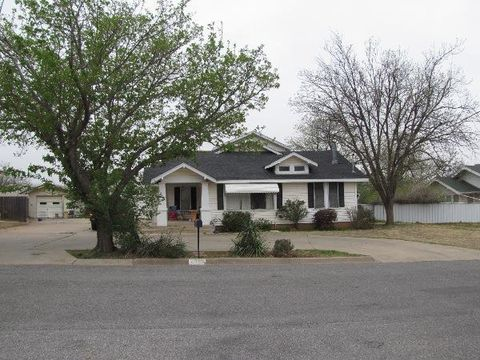 Photo of 2807 Avenue W, Snyder, TX 79549