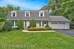 15 Sunny Brook Ln, Dallas, PA 18612