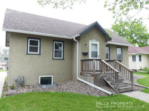 Photo of 1309 5th St, Brookings, SD 57006