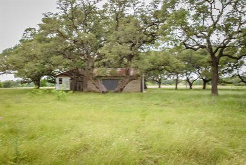 Photo of 815 S Fm 609, Muldoon, TX 78949