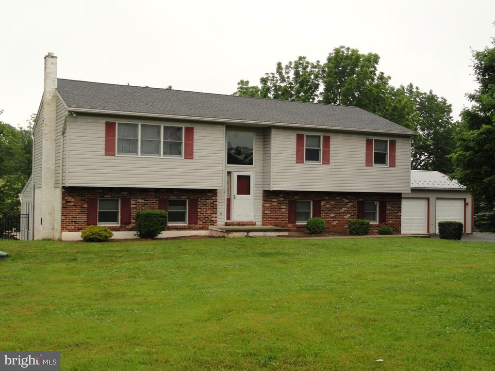 1248 E 6th St Red Hill, PA 18076