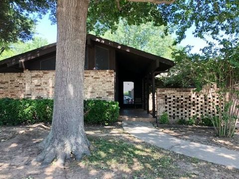 Photo of 1120 Surrey Dr, Ardmore, OK 73401